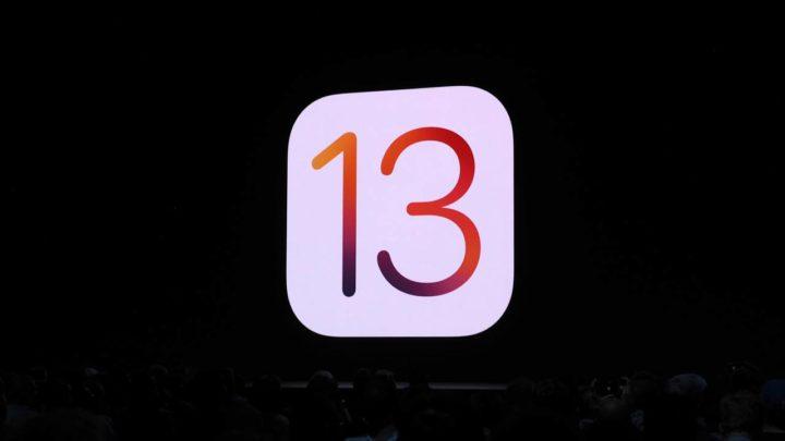 Logotipo de iOS 13 con fondo negro